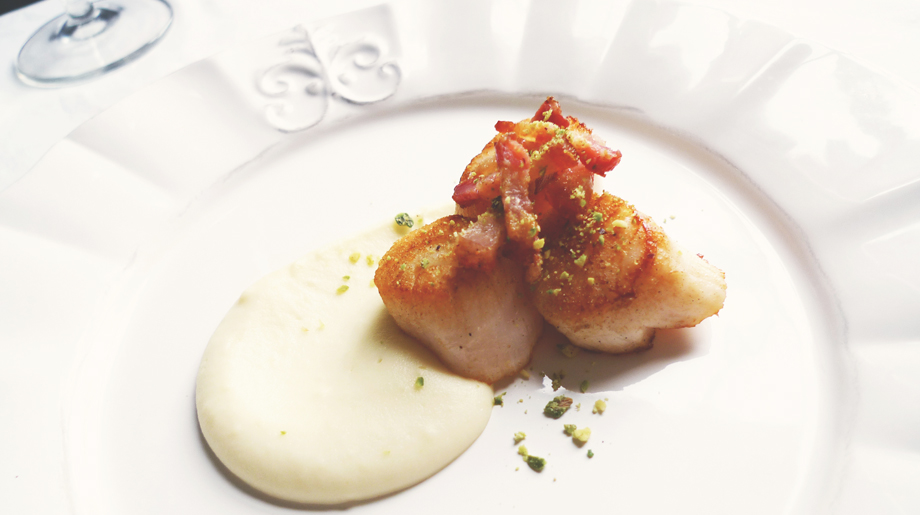 Cauliflower puree with seared scallops, pancetta and pistachio crumbs